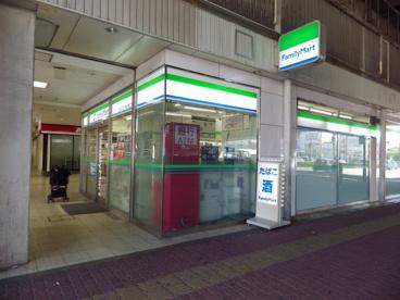 ファミリーマート 近鉄四日市駅...