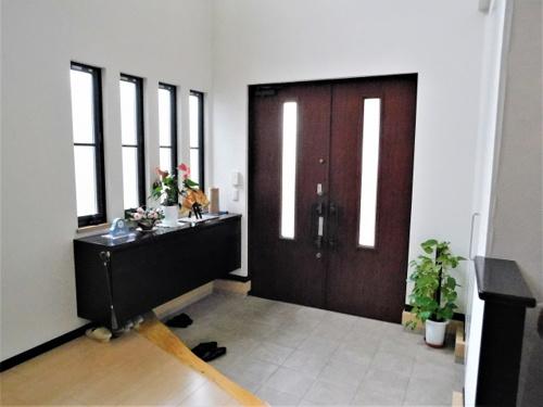 一戸建てや賃貸の玄関の理想的な広さは?