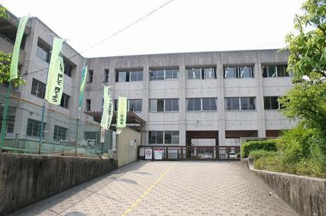 生駒市立あすか野小学校の画像