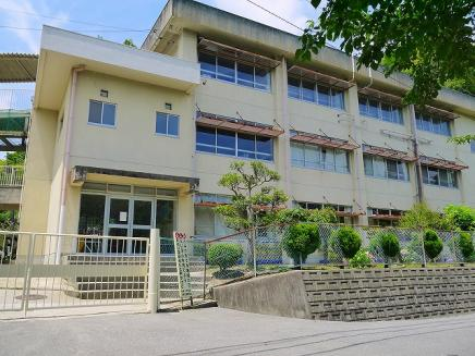 奈良市立あやめ池小学校の画像